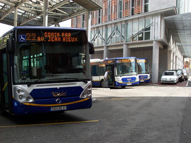 les gr ves de bus et de tramways reconduites au moins une semaine de plus selon les syndicats. Black Bedroom Furniture Sets. Home Design Ideas