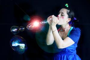 Dans ma bulle, un spectacle de bulles et de rires pour les enfants.